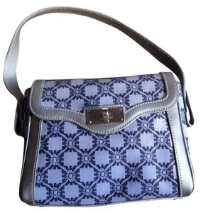 824af9ce4554 Blue Emporio Armani Bags - Up to 90% off at Tradesy