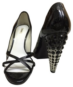 Miu Miu Black and white Pumps