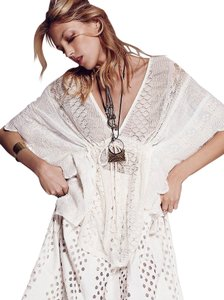 Free People Sz Xs Ivory Figure-flattering Secret Garden Generous Sizing Top
