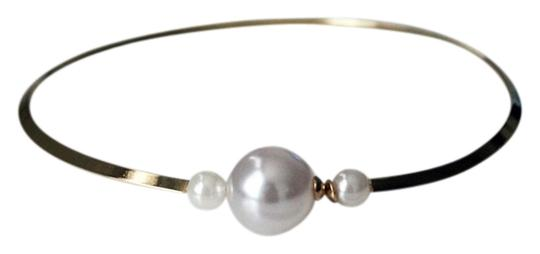 Preload https://item4.tradesy.com/images/gold-faux-pearl-necklace-1002718-0-0.jpg?width=440&height=440