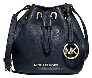 f76b3fdf1828 Michael Kors Jules Crossbody - Up to 90% off at Tradesy