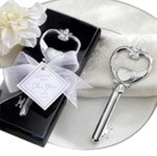 Preload https://item4.tradesy.com/images/silver-key-to-my-heart-bottle-opener-favors-barware-100313-0-0.jpg?width=440&height=440