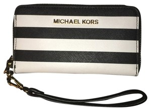92646290cf8d Michael Kors White Bags - Up to 70% off at Tradesy