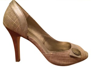 Tribeca by Kenneth Cole Button Gold Linen/Gold Pumps