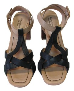 Vera Wang Leather Size 7.50 M Black, Neutral, Sandals
