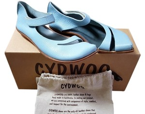 CYDWOQ Edgy Leather Hand Made La Baby Blue Flats