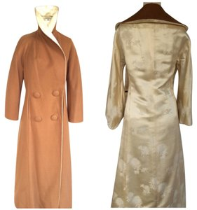 Reversible cashmere and satin coat. Colors Brown and ivory Coat