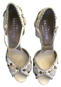 Valentino Designer Stilletto Size 8 cream with embroidered detail Sandals