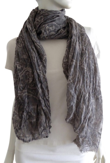 Item - Gray and White Scarf/Wrap
