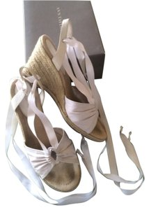 Ann Taylor White Wedges