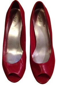 East 5th Essentials red Pumps