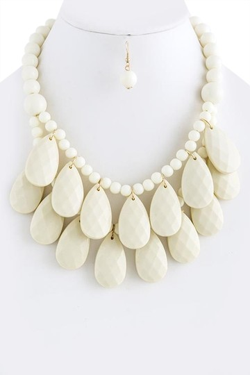 Unknown White Faceted Teardrop Cluster Necklace Set