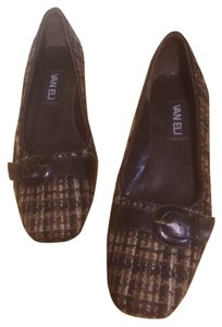 Vaneli Black. Brown. Tan Plaid With Brown Decorative Buckle Pumps