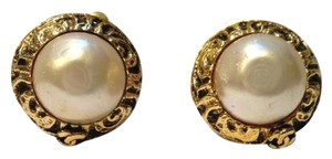 Chanel *SALE*- Vintage Chanel pearl gold tone earing.