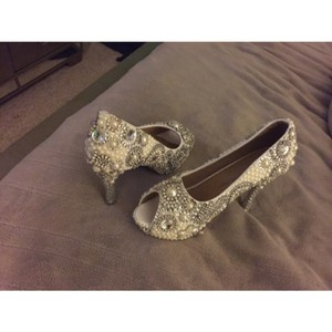 White with Diamond Like Stones Pumps Size US 9.5 Regular (M, B)