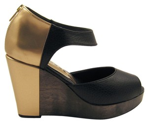 Cri de Coeur Edgy Eco Artsy Black Gold Wedges
