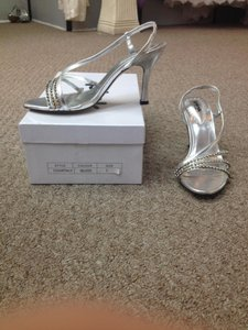 Paradox London Pink Silver Pumps Size US 7