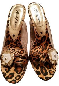 Betsey Johnson cheetah Wedges