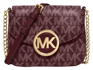 d023ab0913c15c Michael Kors Signature Bags & Accessories - Up to 80% off at Tradesy