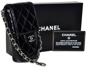 Chanel Paris Guaranteed Quilted Lambskin Leather Lamb Lamb Skin Quilted Lambskin Quilted Leather Quilted Gold Chain Gold Wristlet in Black