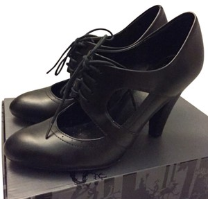 Urban Outfitters Vintage-inspired Oxfords Mary Jane Black Pumps