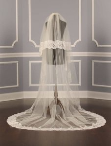 30-510 Baylee Light Ivory Chapel Length Bridal Veil