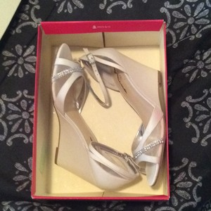 Touch of Nina Ivory Formal Size US 8.5 Regular (M, B)