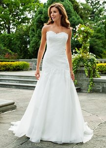 Lea-Ann Belter Off White Silk Organza & French Alencon Lace Ingrid Destination Wedding Dress Size 10 (M)