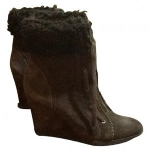 Juicy Couture chocolate brown Boots