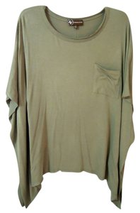 Adrienne Vittadini Bat-wing Front Pocket Top green
