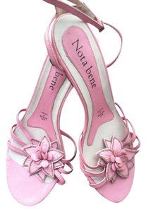 Nota Bene Leather Ankle Strap Floral Embellished Classic Chic Light Pink Pumps