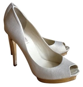 BCBGMAXAZRIA Classic Peep Toe Cream and gold Pumps