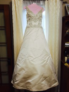 Jim Hjelm Style Number 8658 Wedding Dress