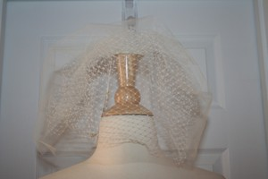 BHLDN Twigs & Honey For J.crew Veil. Color: Ivory. Item # C4045.