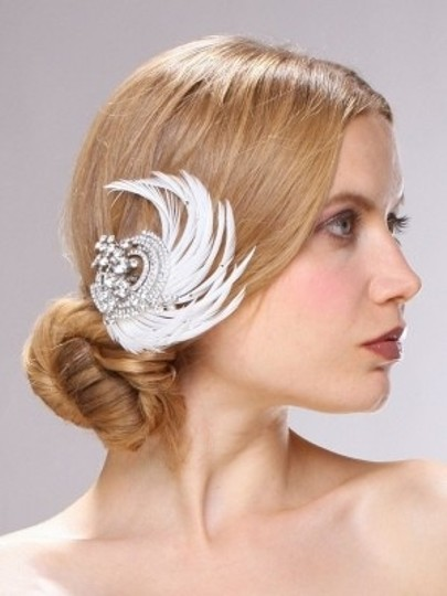 Preload https://img-static.tradesy.com/item/101553/mariell-silverivory-gatsby-style-crystal-feather-clip-hair-accessory-0-0-540-540.jpg