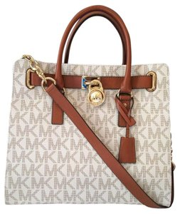 Michael Kors Monogram Lock And Key Mk Logo Hamilton Logo Mk Hamilton Tote in Vanilla Signature/Gold Tone Hardware