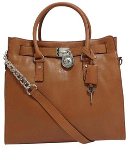 Michael Kors Lock And Key Silver Mk Large Hamilton Hamilton Tote in Luggage Brown/Silver Tone Hardware