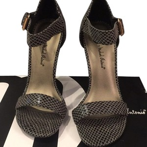 Michael Antonio Blac Pumps