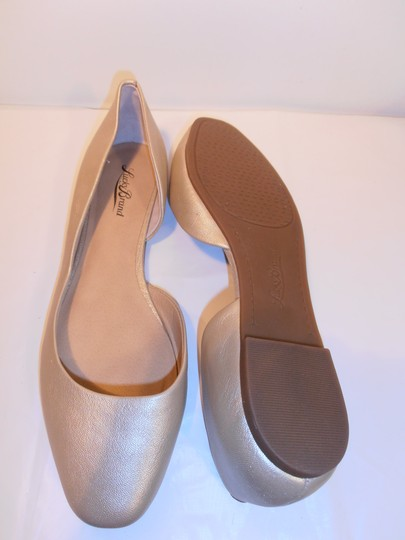 Lucky Brand Leather Round Toe Rubber Sole light gold Flats