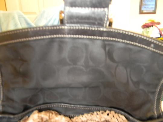 Coach Quality Leather & Stitching. Shoulder Bag
