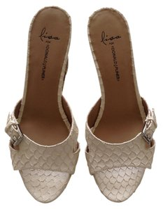 Donald J. Pliner Size 9.5 Cream Wedges