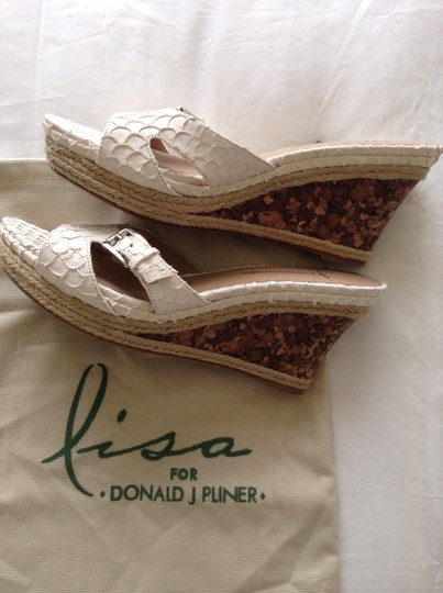 Donald J. Pliner Size 9.5 Stamped Leather Slides With Buckle Cork New And Unworn Dustbag Included-no Box Cream Wedges