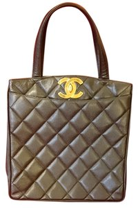 Chanel Leather Calfskin Tote in Black