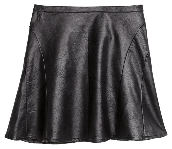 Preload https://img-static.tradesy.com/item/10165141/h-and-m-imitation-black-leather-skirt-size-10-m-31-0-1-650-650.jpg