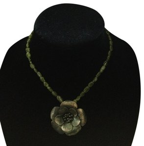 Vintage green bead flower pendent necklace