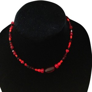 Red black bead short necklace