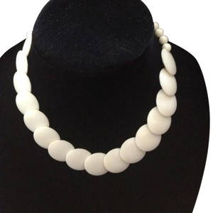 Other Vintage white round disc short necklace