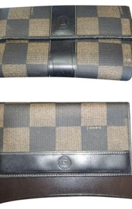 Fendi Fendi Wallet & Checkbook Holder Serial Number 2266.81039.068