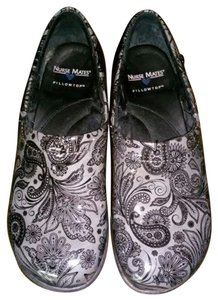 Nurse Mates Gray Paisley Wedge GREY BLACK Mules