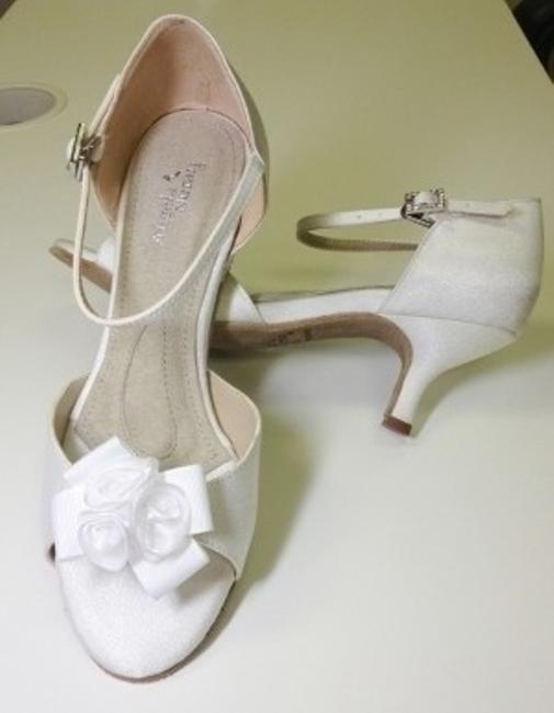 Item - White Dyeable Primrose Lo Sandals Size US 5.5